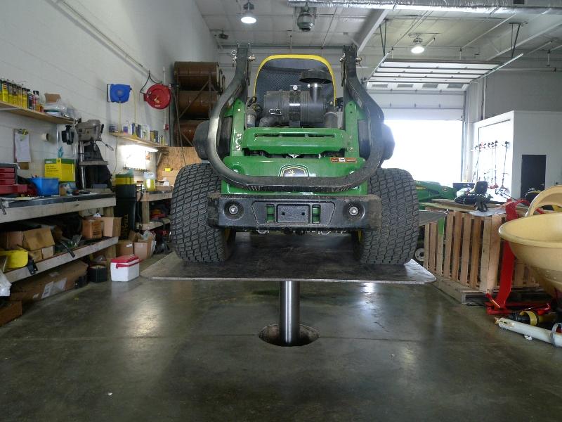 automotive shop with quakermayd lift